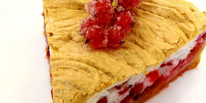 Пирог с начинкой из замороженной красной смородины
