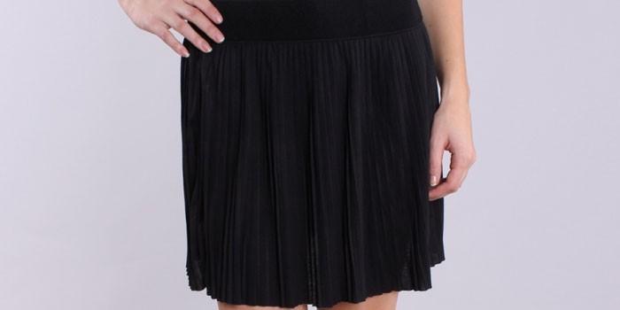 Черная короткая юбка-плиссе