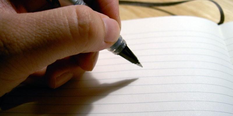 Человек-левша пишет