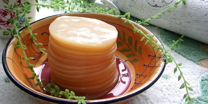 Чайный гриб в тарелке
