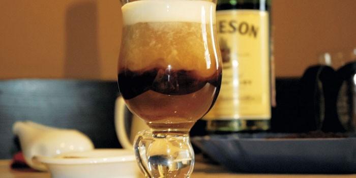 Коктейль из кофе, кака-колы и мороженого