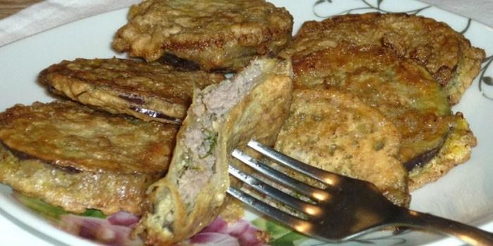 Жареные баклажаны с мясным фаршем в кляре