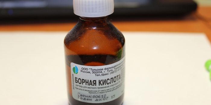 Спиртовой раствор борной кислоты в бутылочке