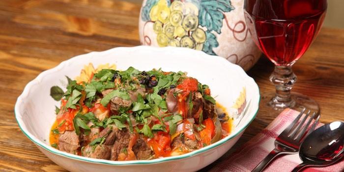 Хашлама по-армянски в тарелке