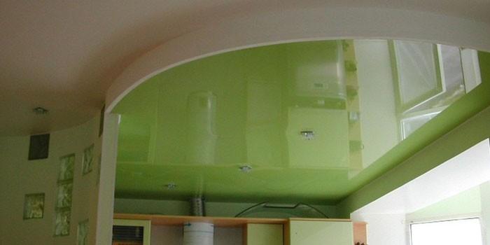 Глянцевый натяжной потолок салатового цвета
