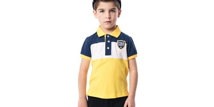 Мальчик в футболке-поло PlayToday
