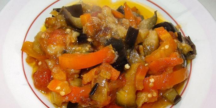 Тушеные баклажаны с морковью