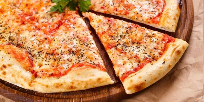 Пицца на тонкой основе из кефирного теста