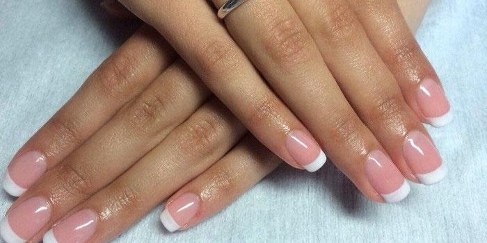Классический френч на ногтях