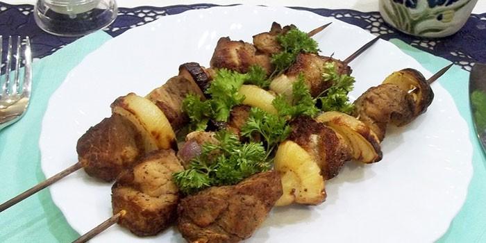 Шашлык из говяжьего мяса в духовке