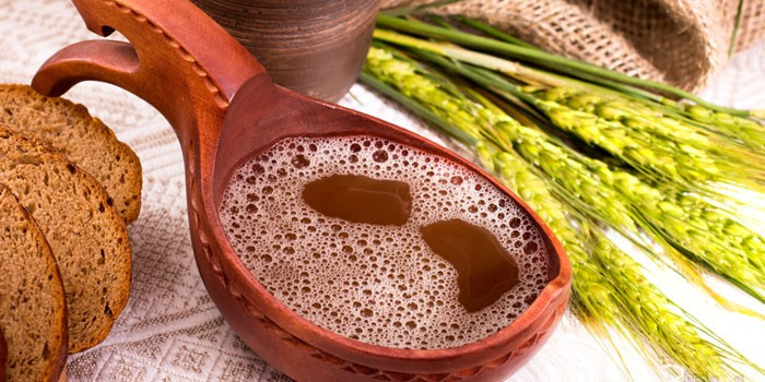 Напиток из свеклы, меда и изюма в чарке