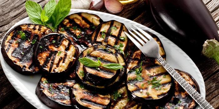 Приготовленные на гриле баклажаны