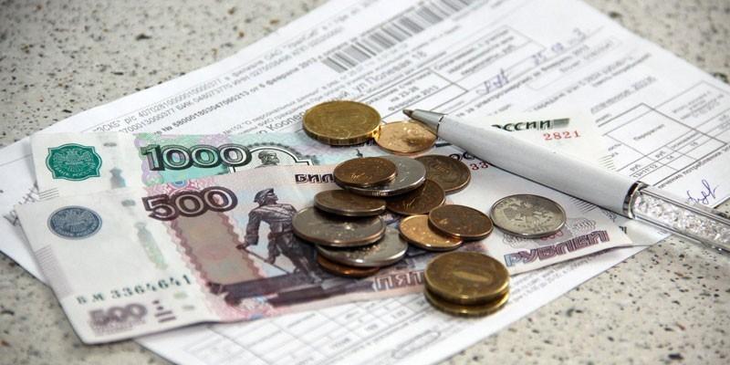 Деньги и ручка на платежке