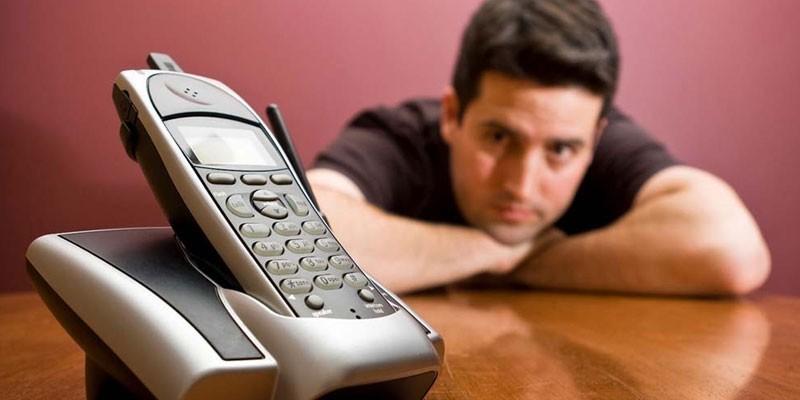 Мужчина и телефон