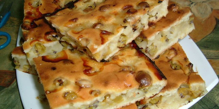 Пирог из теста на кефире с крыжовником