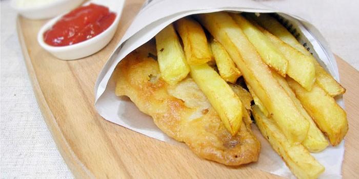 Рыба в пивном кляре с жареной картошкой