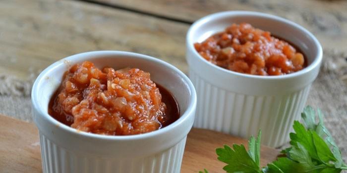 Аджика с томатами и кабачками в формочках