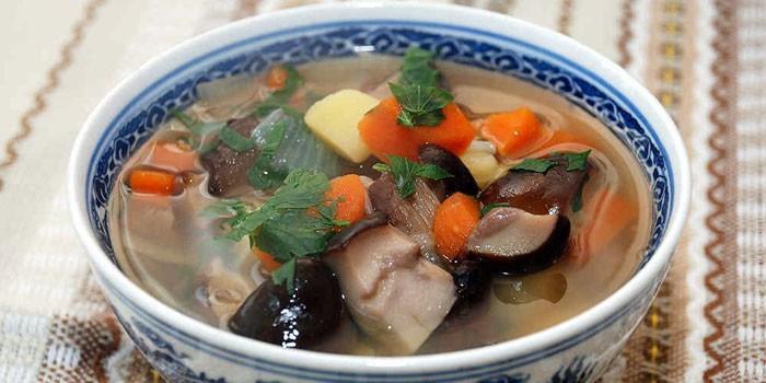 Суп с маринованными белыми грибами
