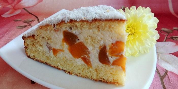 Бисквитный пирог с творожной начинкой с персиками