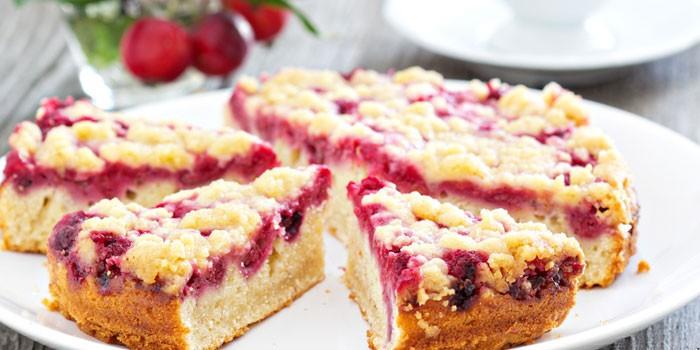 Песочный пирог с ягодами малины