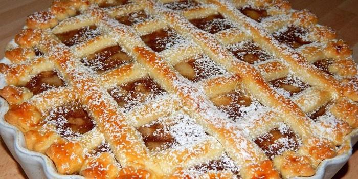 Открытый пирог с начинкой из яблок и крыжовника