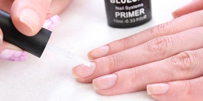 Нанесение прозрачного лака на ногти