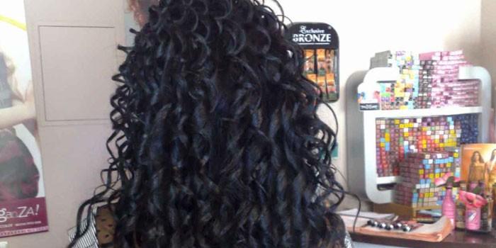 Спиральная биозавивка на длинных волосах