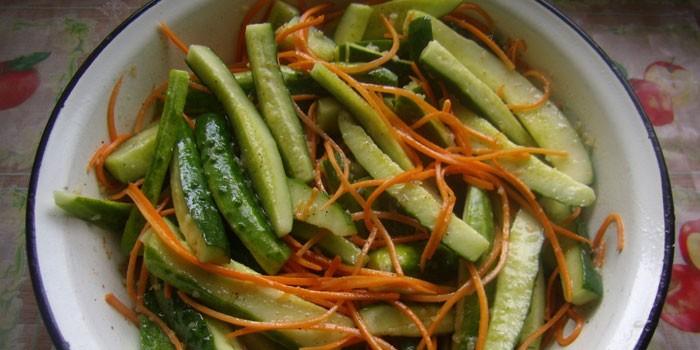 Салат из огурцов с морковью по-корейски