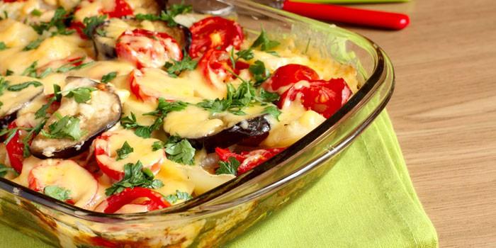 Запеканка из баклажанов, помидорами и сыром