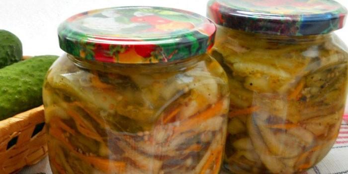 Корейский салат из огурцов с горчичной заправкой