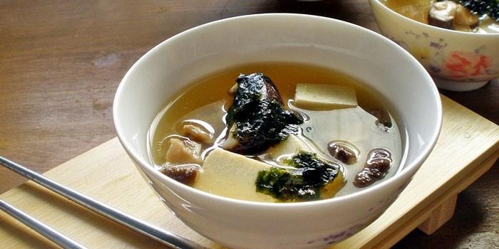 Мисо-суп с нори и грибами шиитаке