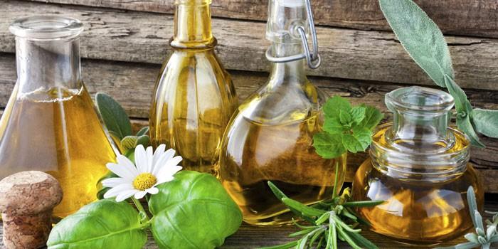Эфирные масла в стеклянных емкостях