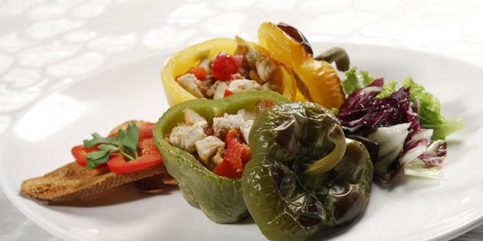 Фаршированные овощами перцы