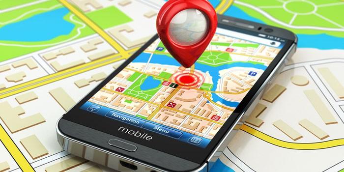Смартфон и карта