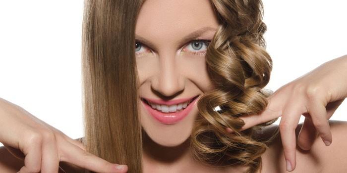 Девушка с выпрямленными и накрученными волосами
