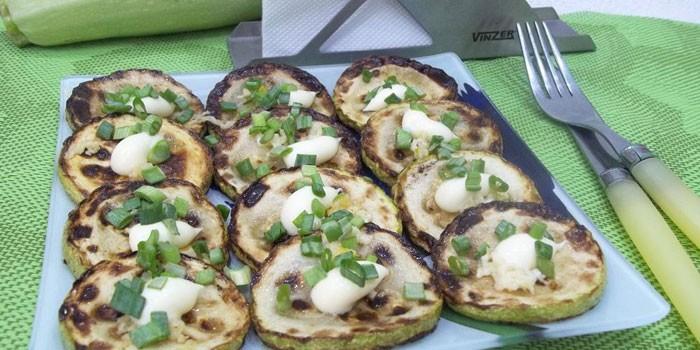 Жареные кабачки с зеленым луком