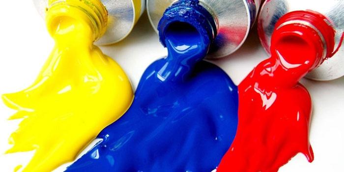 Желтая, синяя и красная краска в тюбиках