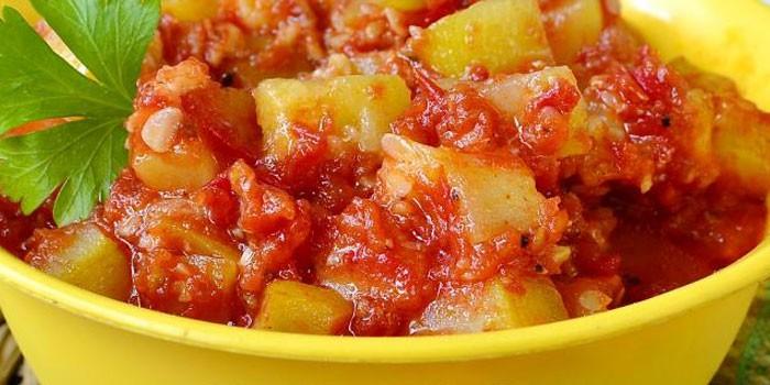 Кабачковй салат с томатами