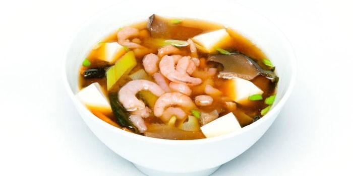 Мисо-суп с сыром тофу и креветками