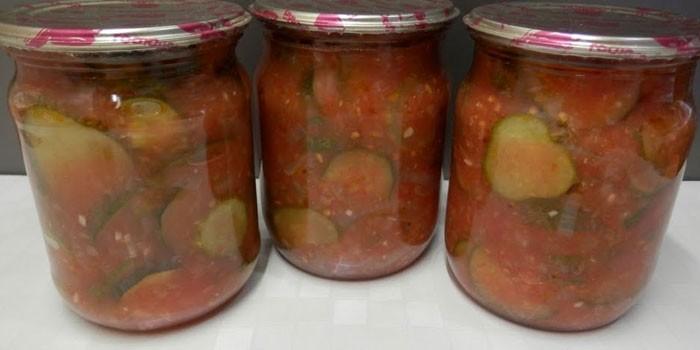 Три банки с лечо из огурцов, помидоров и перца