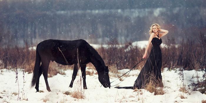 Зимняя фотосессия девушки с конем