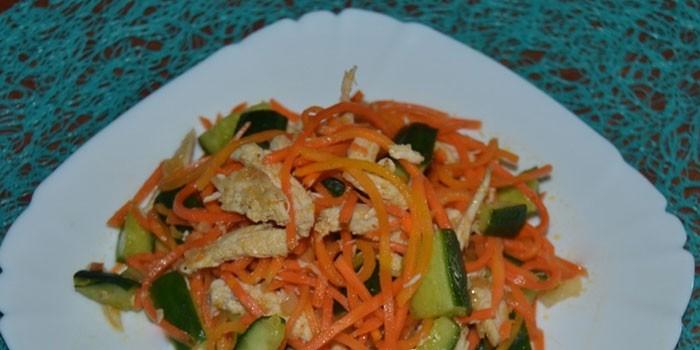 С морковью по-корейски, огурцом и курицей