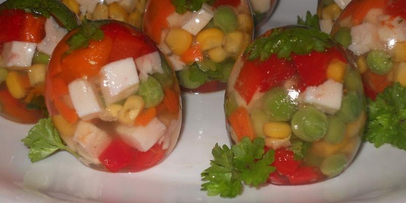 Заливное в форме яйца из овощей