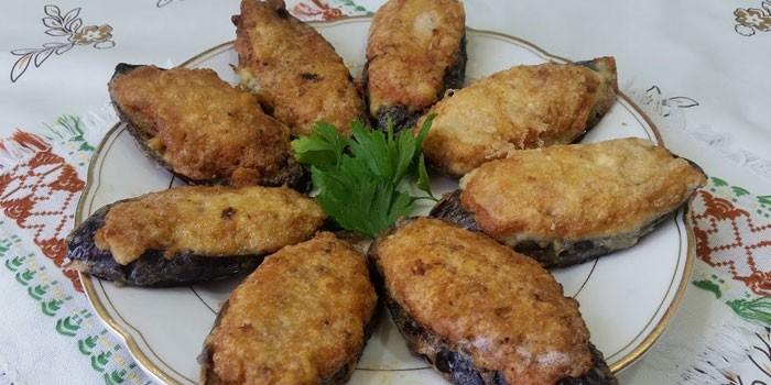 Жареные баклажаны в кляре с мясным фаршем