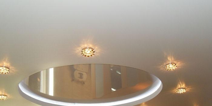 Натяжной потолок белый Pongs