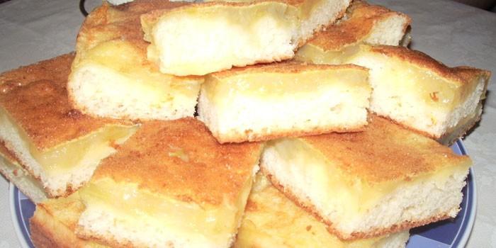 Пирог из творожного теста с ревенем