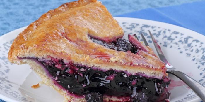 Кусочек закрытого дрожжевого пирога