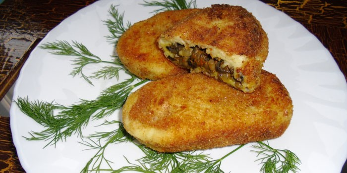 Жареные котлеты из картофеля с начинкой из грибов