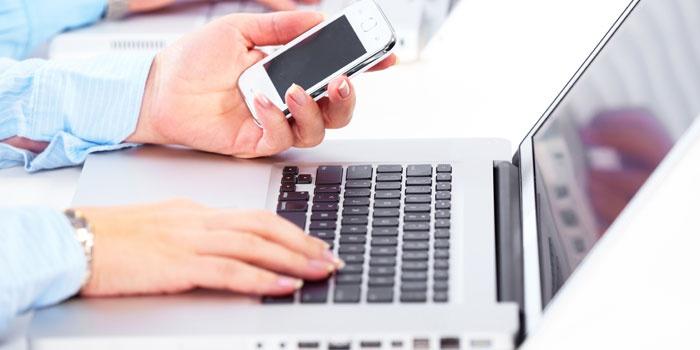 Телефон и ноутбук
