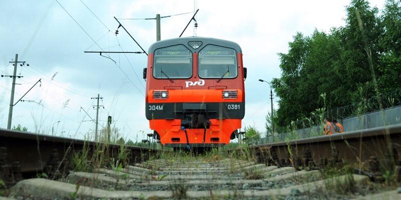 Поезд РЖД на путях